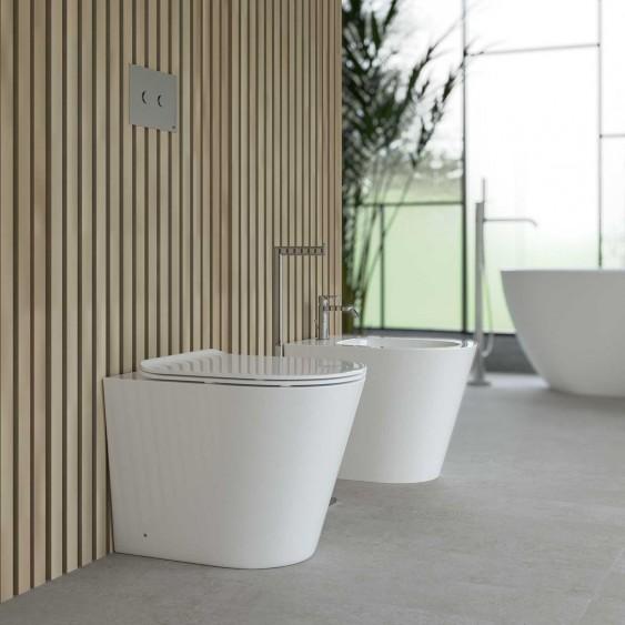 Sanitari a terra filo parete in ceramica bianca tondi wc rimless sedile soft-close